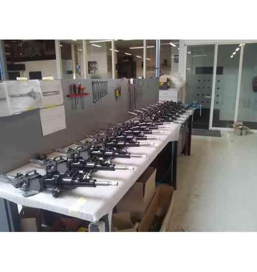 Direction assistée électrique - Aujourd'hui, EZ Electric Power Steering réalise des conversions sur mesure pour plus de 200 types de voitures classiques. Tous nos systèmes sont produits à notre atelier aux Pays-Bas par un de nos 20 mécaniciens spécialisés. Vous pouvez venir chez nous pour le montage, contacter un de nos garages partenaires, ou commander un kit prêt à être installé.