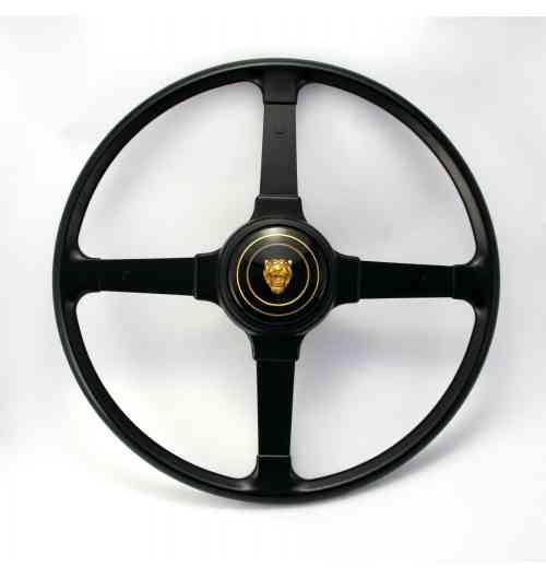 Volants - En complément à notre direction assistée électrique, nous avons une collection des volants plus petits, conçus pour une position assise plus confortable. Bientôt, nous lancerons notre boutique en ligne où vous pourrez acheter tous ces volants et boutons de klaxon. Si vous souhaitez commander déjà quelque chose, n'hésitez pas de nous contacter, car nous avons la plupart des volants en stock. Visitez notre stand pour voir notre collection (Porsche 911, Volvo P1800, Jaguar E-Type et de nombreux autres!).
