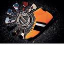 ESTORIL - SPORT ET ELEGANCE Intérieur 100%  Cuir , extérieur Cuir et Nubuck , semelle fine à l'avant pour une excellente sensation sur le pédalier et  renfort sur le talon pour une meilleure tenue. La chaussure Estoril est un compromis parfait entre conduite et marche urbaine , entre confort et maintien , entre Elégance et Sport. Elle reprend naturellement les trois oeillets de couleurs qui signe toutes les chaussures de la marque Linea di Corsa. Disponible en neuf couleurs et sept tailles.