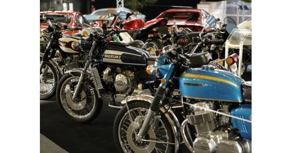 nouveaut 2019 le salon r tromobile ouvre un espace pour la vente des motos de collection. Black Bedroom Furniture Sets. Home Design Ideas