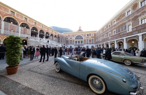 1954 - Sunbeam Alpine MK1 dans la Cour du Palais Princier de Monaco