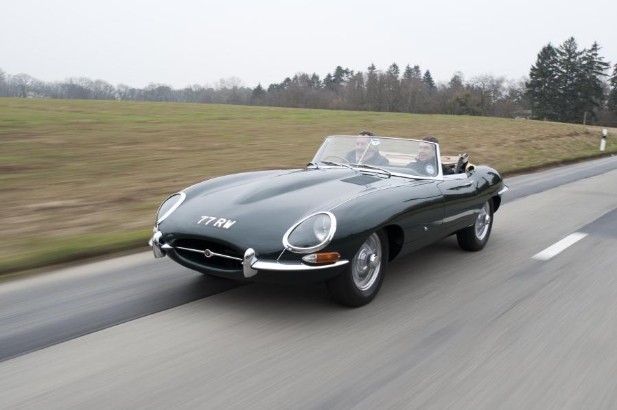 voiture de collection et véhicules anciens Jaguar type e